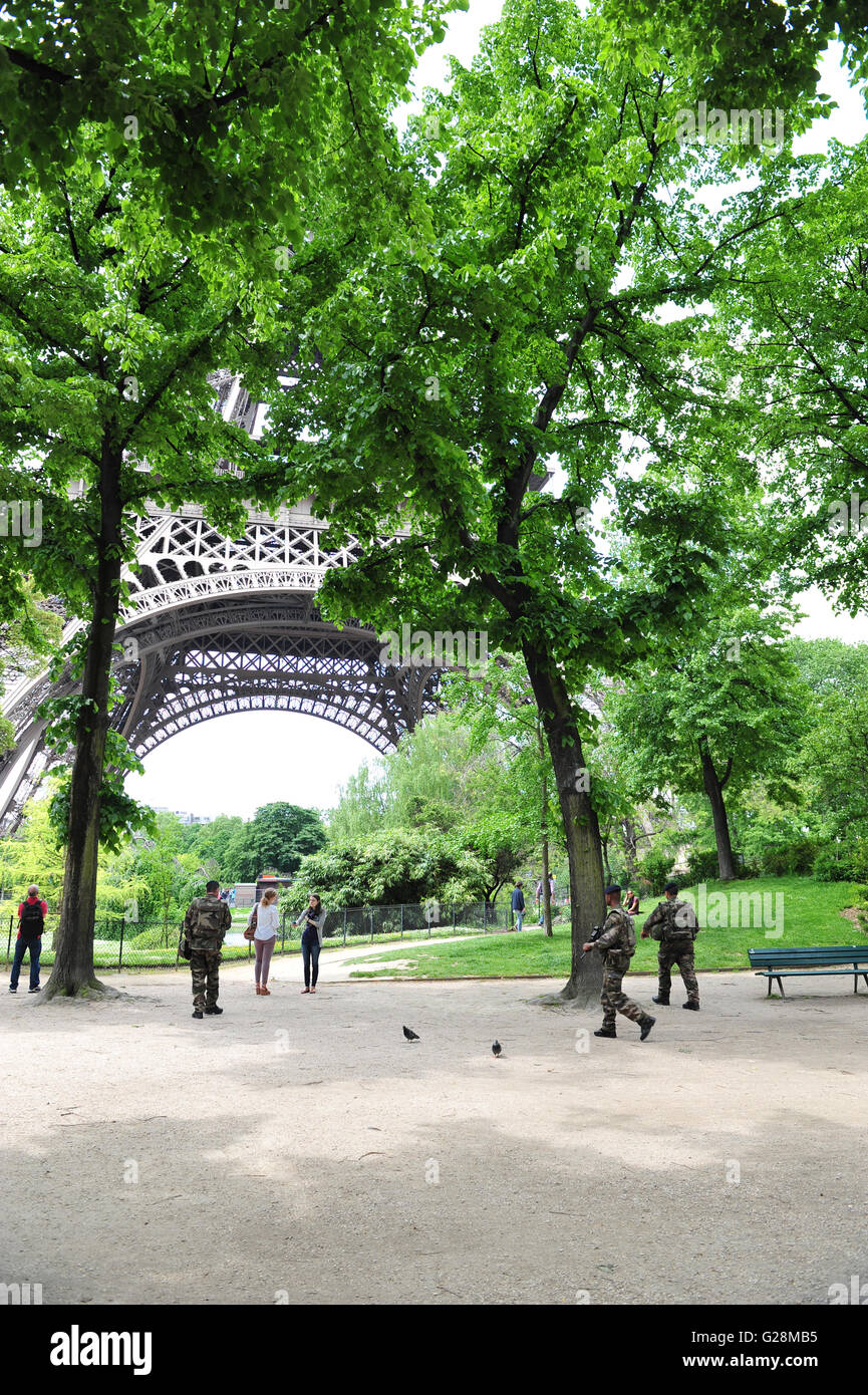 Armed guards protecting the Eiffel tower tourists in Paris, France. - Stock Image
