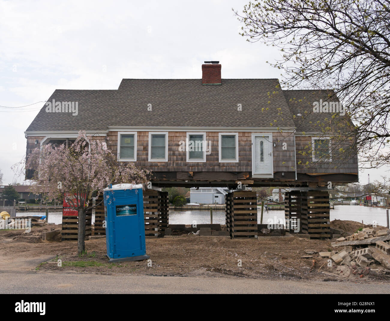 Timber framed house lifted by Brownie Companies at Bay Shore on Long Island, New York, USA - Stock Image