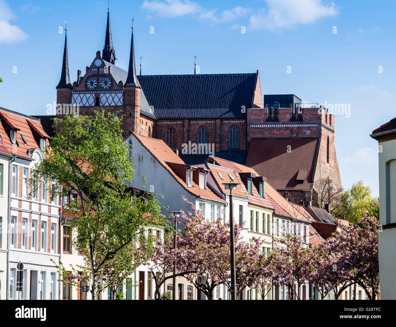 St. Georgen church, seen over row of houses, Wismar, Mecklenburg-Vorpommern, Germany - Stock Image