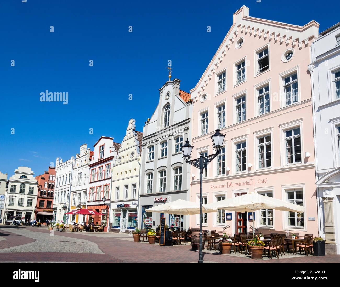 'Wasserkunst', water well, Historic downtown, marktplatz, market place, town square,  Wismar, Germany. - Stock Image