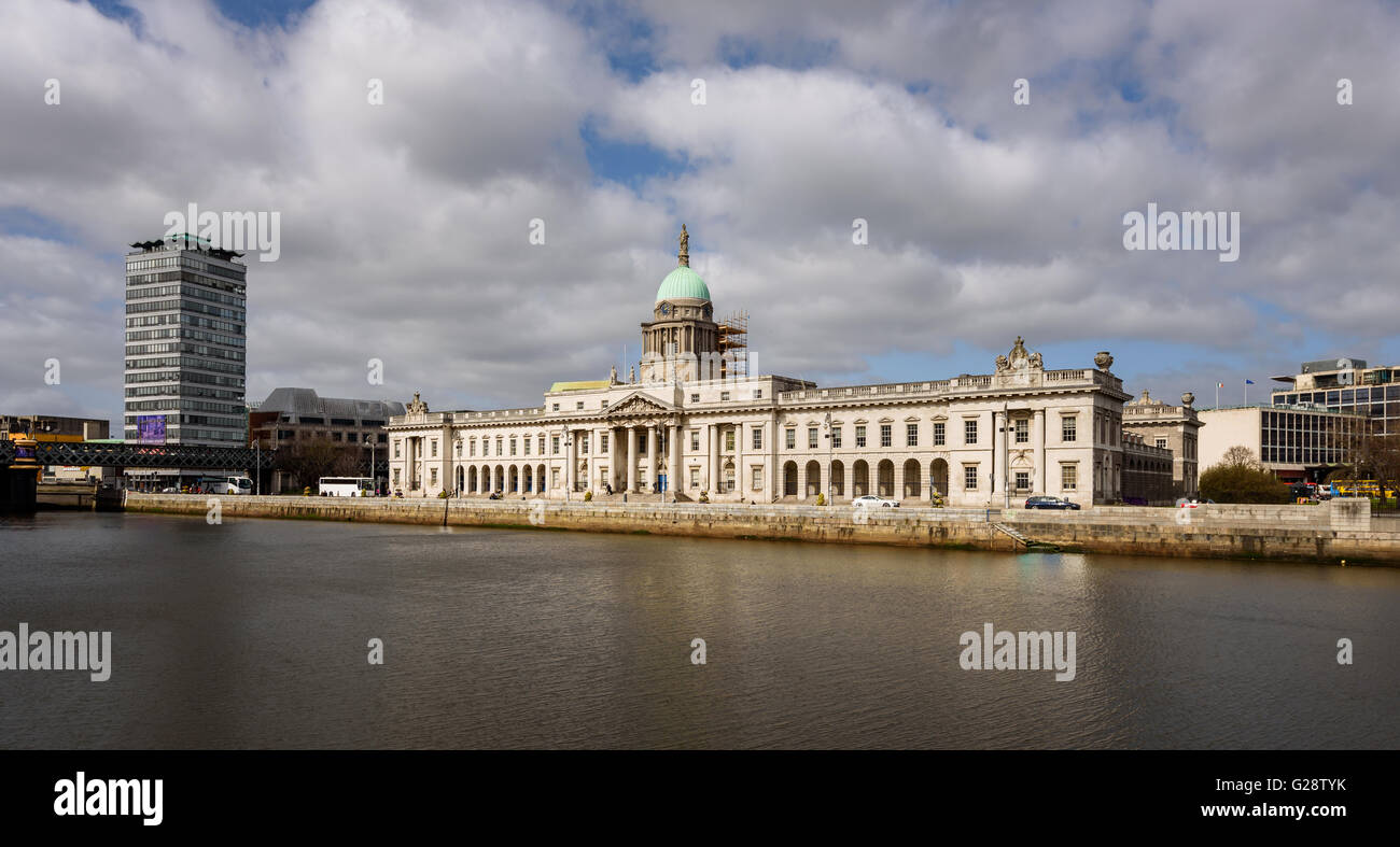 The Custom House is a neoclassical 18th-century building in Dublin, Ireland - Stock Image