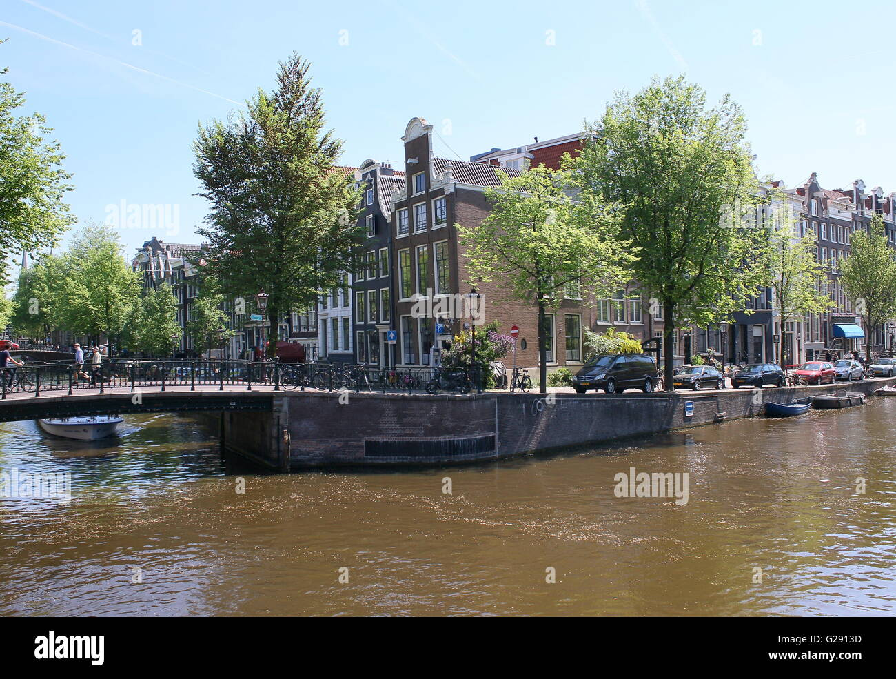 Springtime Amsterdam. Corner Leidsegracht and Prinsengracht canal, downtown Amsterdam, Netherlands - Stock Image
