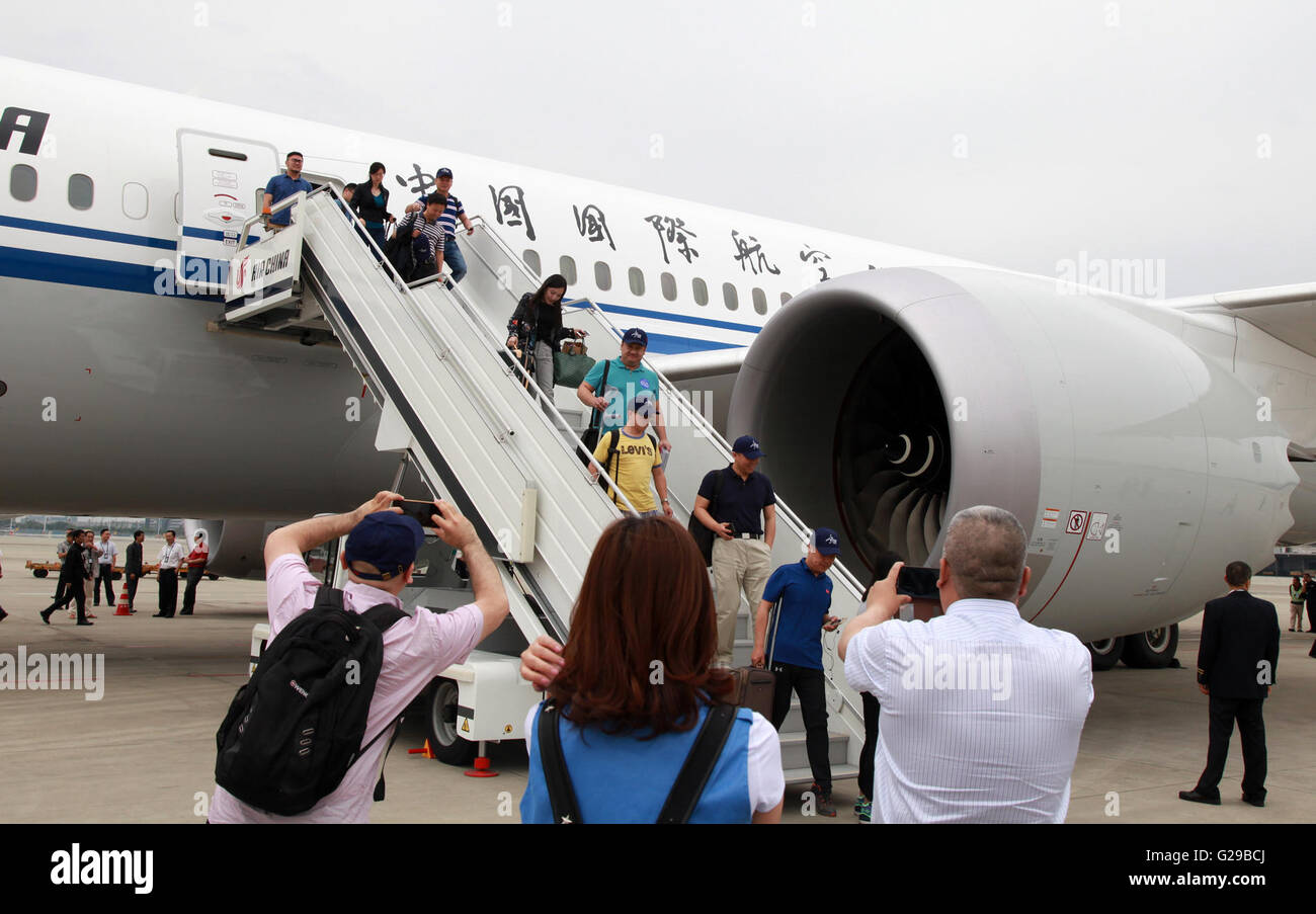 Boeing 787 9 stock photos boeing 787 9 stock images page 3 alamy passengers disembark from air chinas boeing 787 9 publicscrutiny Images
