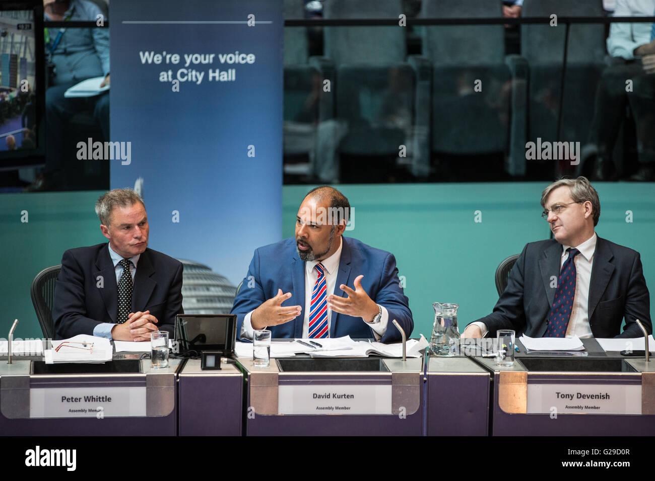 London, UK. 25th May, 2016. London Assembly Members Peter Whittle (UK Independence Party), David Kurten (UK Independence - Stock Image