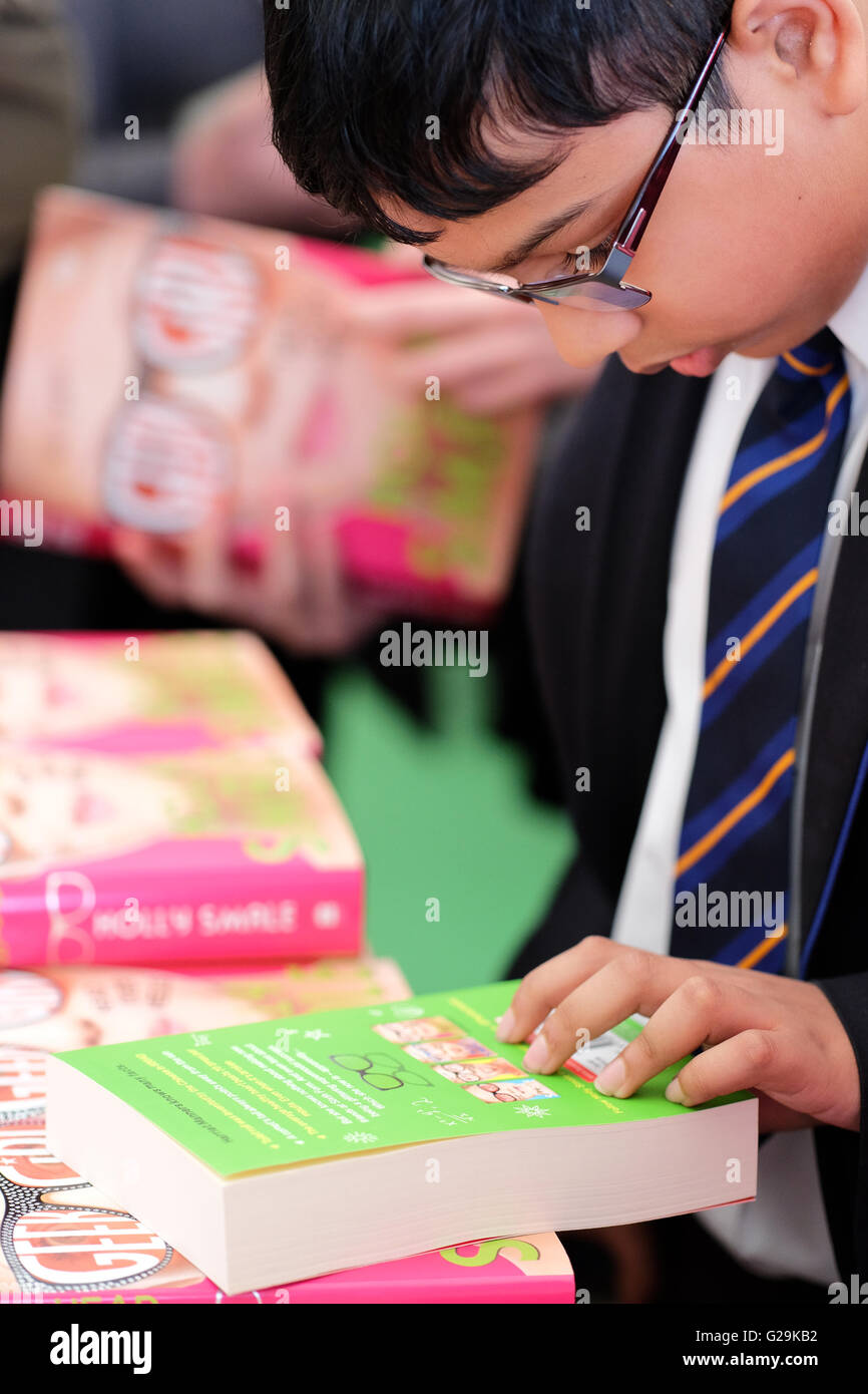Hay Festival  Wales, UK May, 2016. A school pupil browses the books on sale in the Festival bookshop. The second - Stock Image