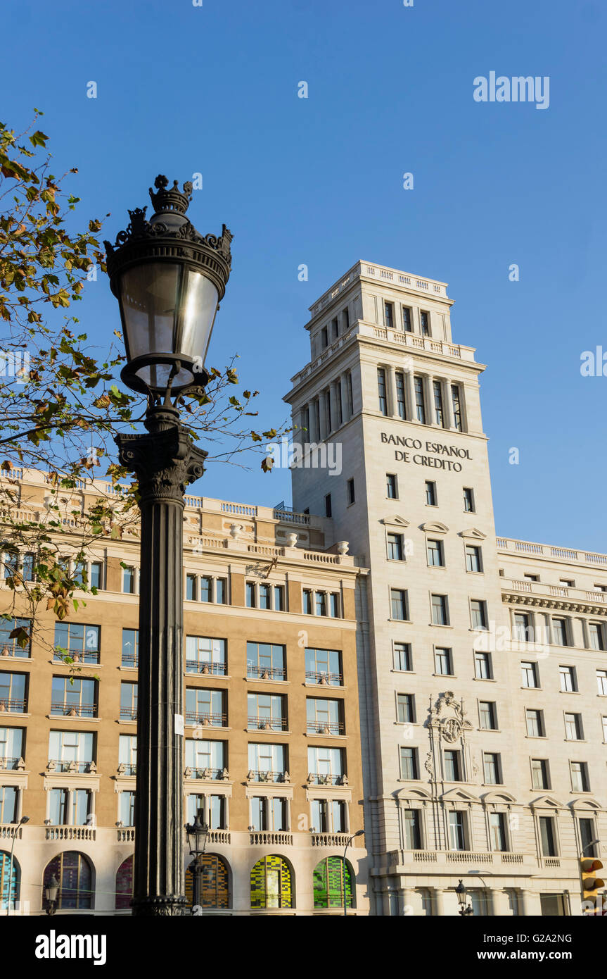 ESP,Spanien, Barcelona, Plaza de Catalunya, background Banco Espanol de Credito - Stock Image