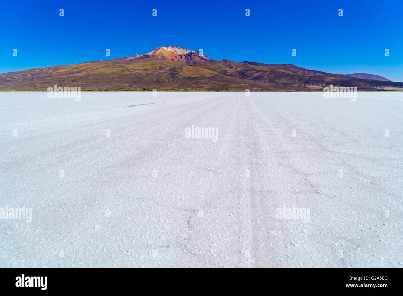 View of Salar de Uyuni the world largest salt flat in Bolivia - Stock Image