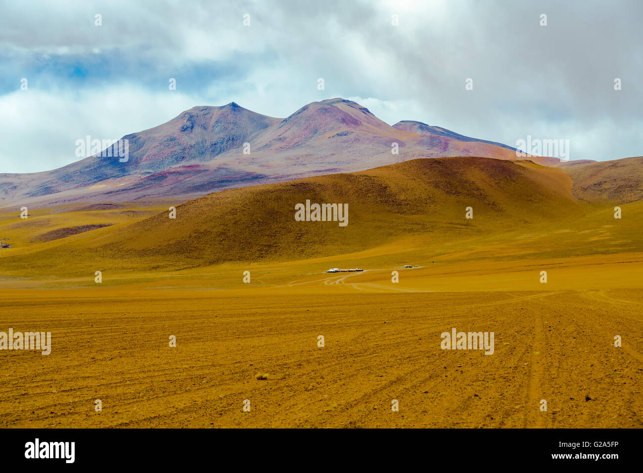 View of mountain and desert in Salar de Uyuni, Bolivia - Stock Image