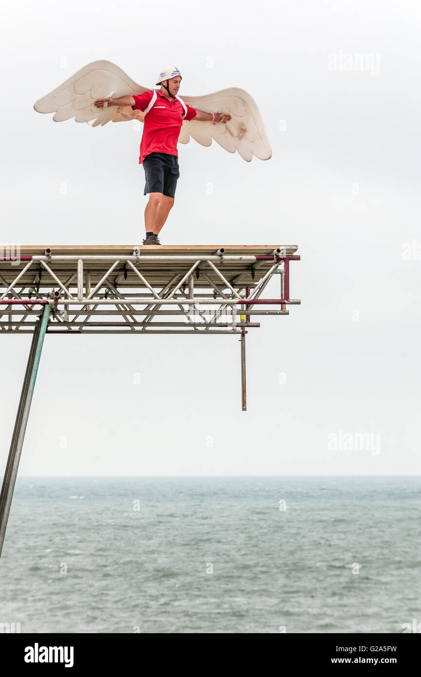 Ron Freeman, the 2007 winner of the Bognor Birdman competition, testing conditions in 2009. - Stock Image