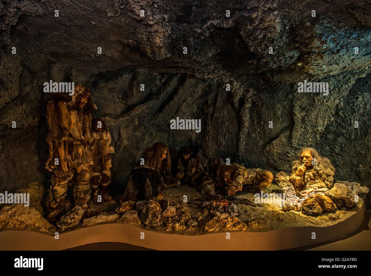 Slovenia Coast and  Kars Postojna Cave Park - Museum Expo -cave reconstruction with men - Stock Image