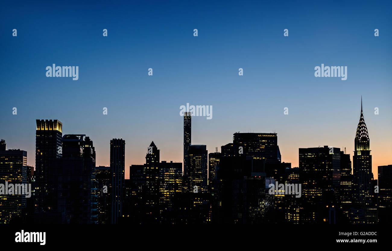 New York skyline at dusk with Chrysler Building - Stock Image