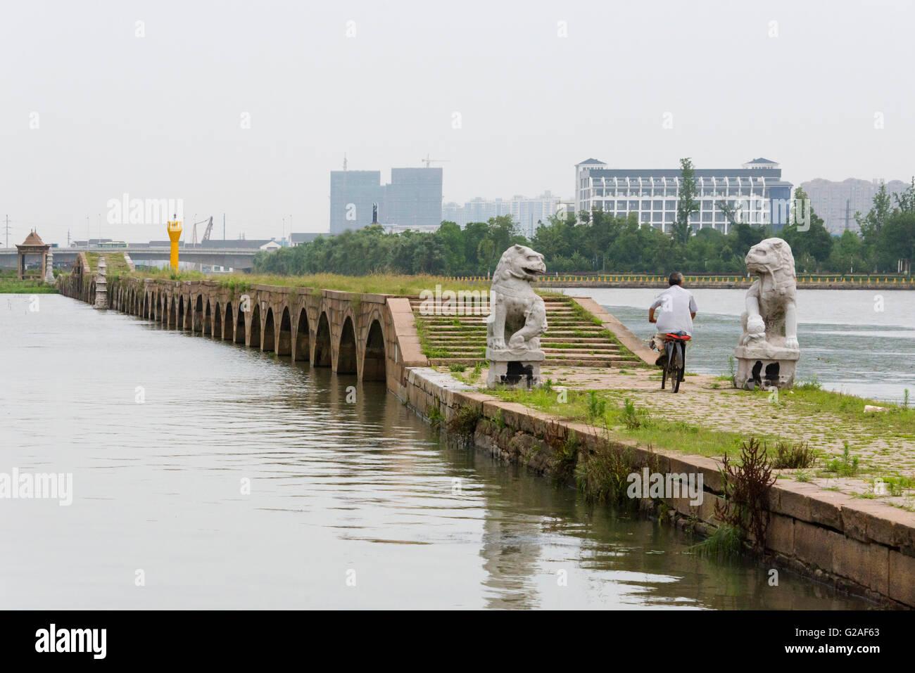 Baodai Bridge with navigation pole on the Grand Canal, Suzhou, Jiangsu Province, China - Stock Image