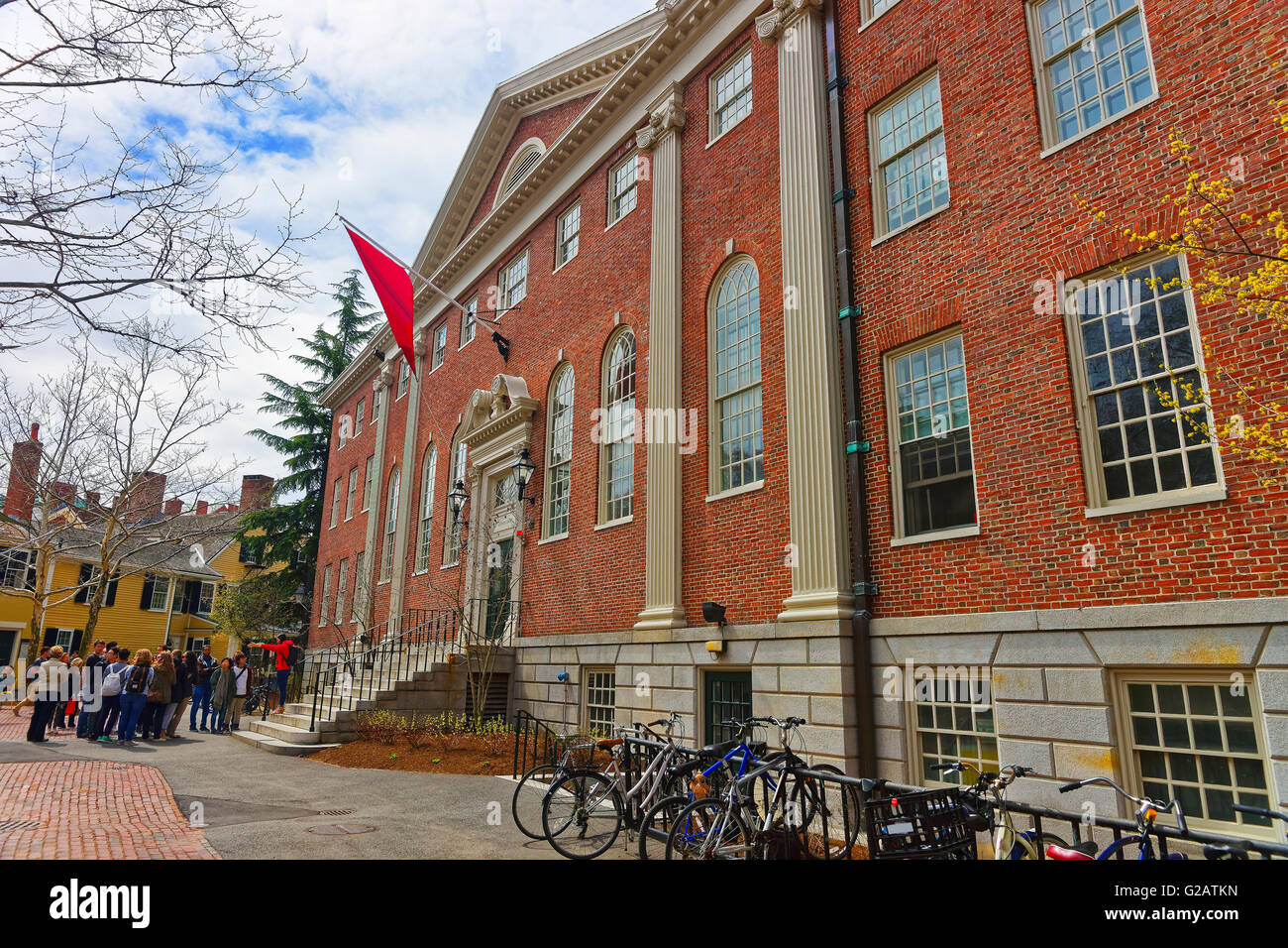 Cambridge, USA - April 29, 2015: Bicycles at Lehman Hall and tourists in the campus of Harvard University of Cambridge, - Stock Image