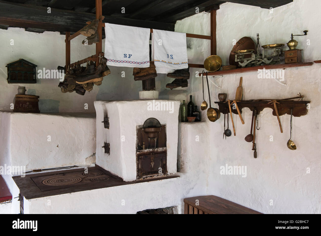 Original kitchen in an old farmhouse, Denkmalhof Maurergut, Zederhaus, Lungau, Salzburg, Austria - Stock Image