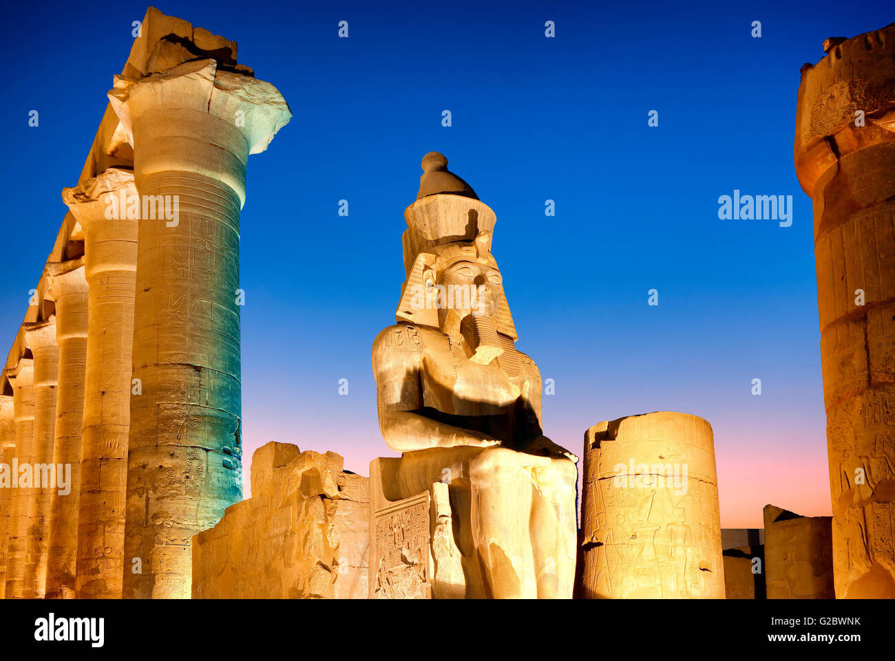 Statue of the pharaoh Ramesses II in Luxor temple at night - Stock Image