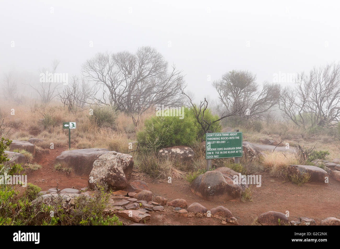 A warning sign and route marker in thick fog on the Crag Lizard trail near the Valley of Desolation viewpoint - Stock Image