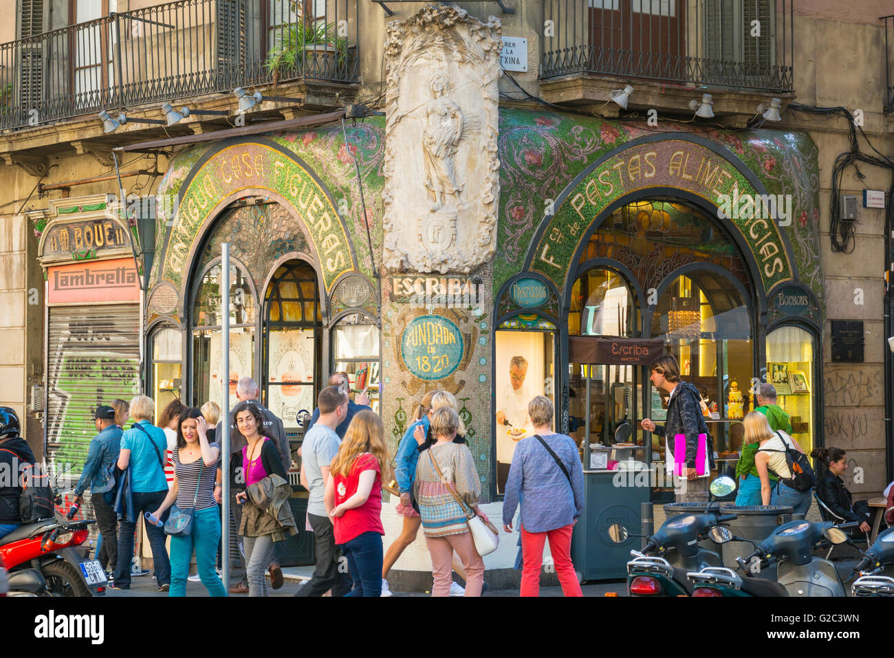 Spain Catalonia Barcelona Barri Gotic Old Town Gothic Quarter Las Ramblas cafe coffee shop patisserie Escriba Pastisseria - Stock Image