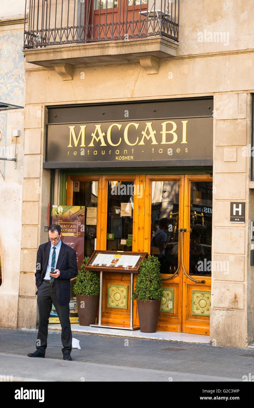 Spain Catalonia Barcelona Barri Gotic Old Town Gothic Quarter Las Ramblas Maccabi Jewish Kosher tapas bar restaurant - Stock Image