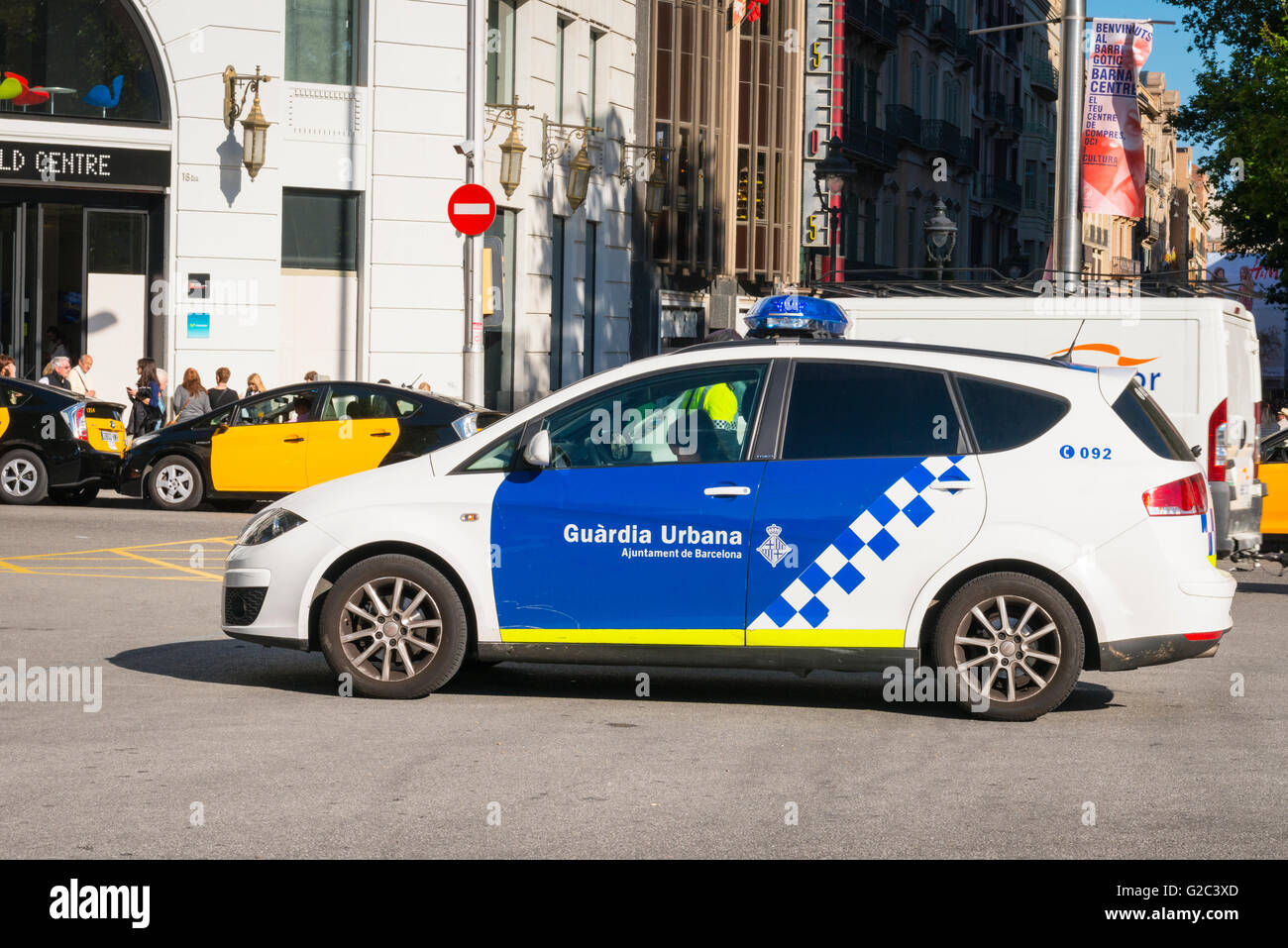 Spain Catalonia Eixample Passeig de Gracia police car Guardia Urbana Ajuntament de Barcelona blue & white - Stock Image