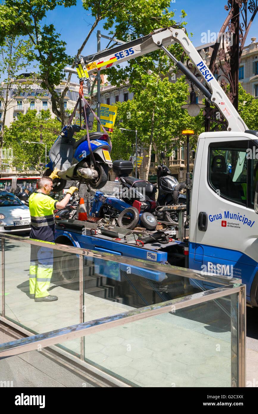 Spain Catalonia Barcelona Eixample Passeig de Gracia parking fine penalty motor bike lifted tow away truck Grua - Stock Image
