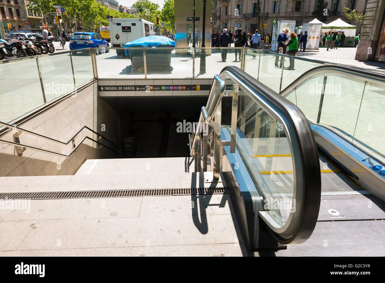 Spain Catalonia Barcelona Eixample Passeig de Gracia Metro subway underground station entrance stairs escalator - Stock Image