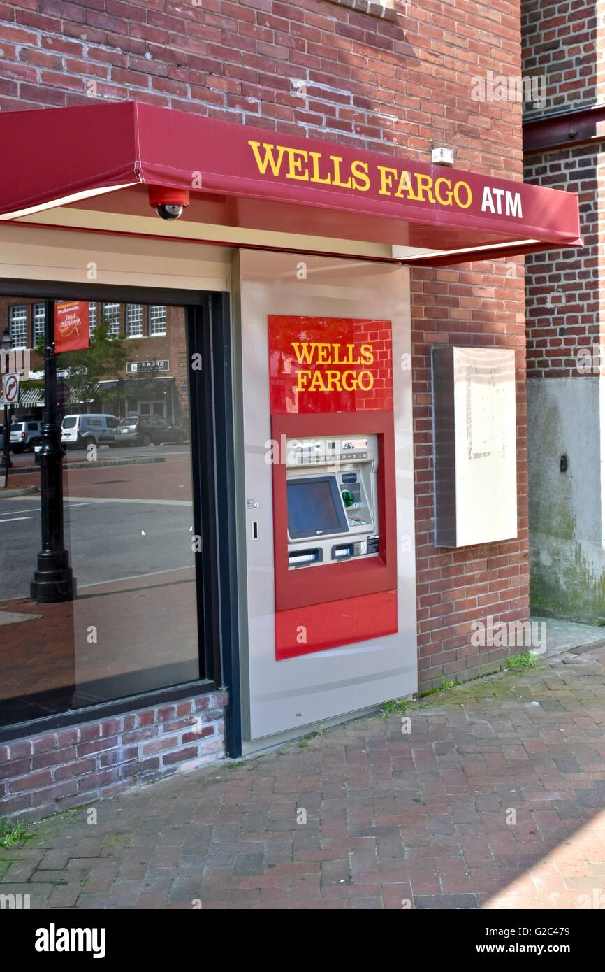 Wells Fargo ATM outside the bank Stock Photo: 104758285 - Alamy