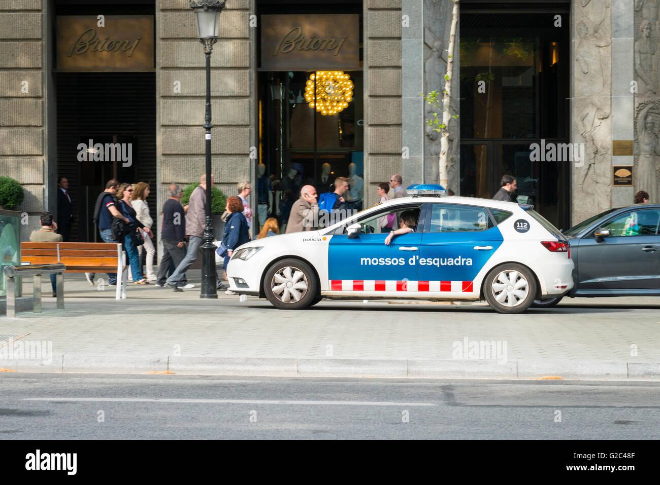 Barcelona Spain Catalonia Eixample Passeig de Gracia police cop car policia mossos d'esquadra 112 emergencies - Stock Image