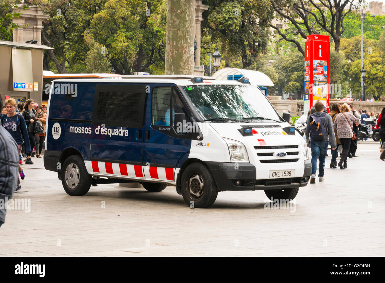 Spain Catalonia Barcelona police Ford van mossos d'esquadra policia call 112 emergeacies emergency number Stock Photo