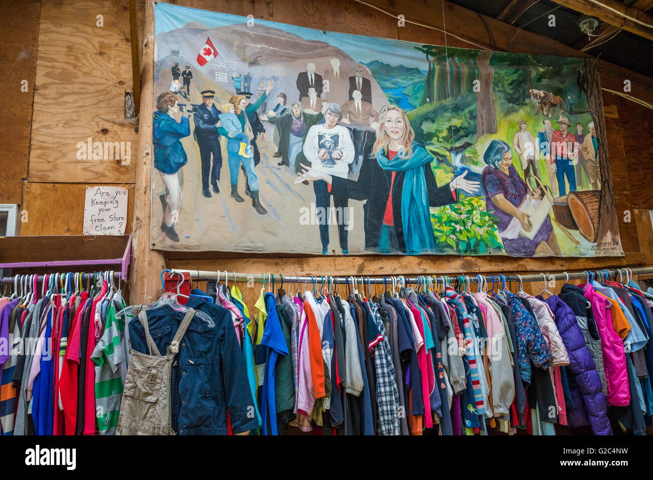 Mural featuring Clayoquot protest arrests, Hornby Island Free Store,  Hornby Island, British Columbia, Canada - Stock Image