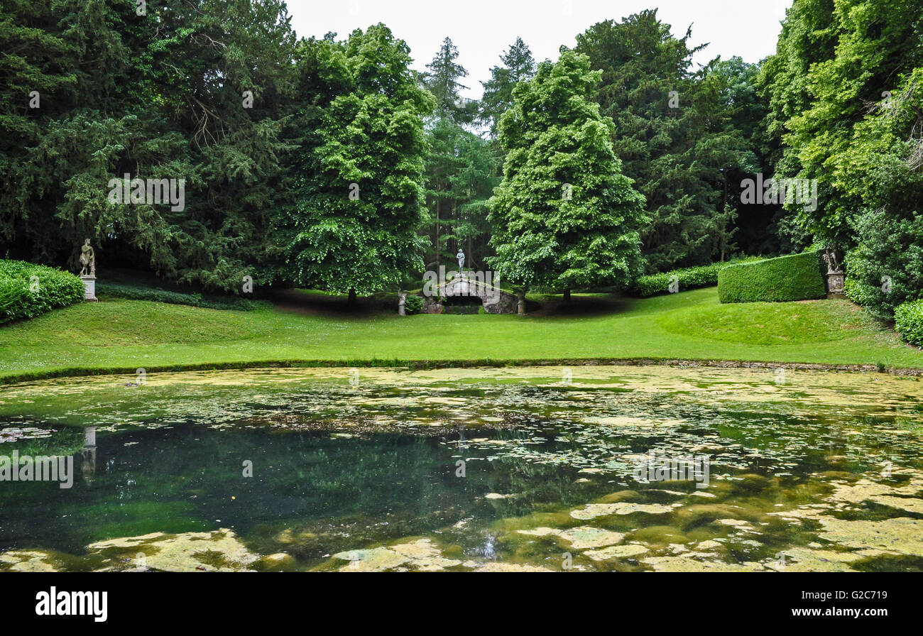 Tranquil lake and monuments in the grounds of Rousham House, Oxfordshire, UK. - Stock Image