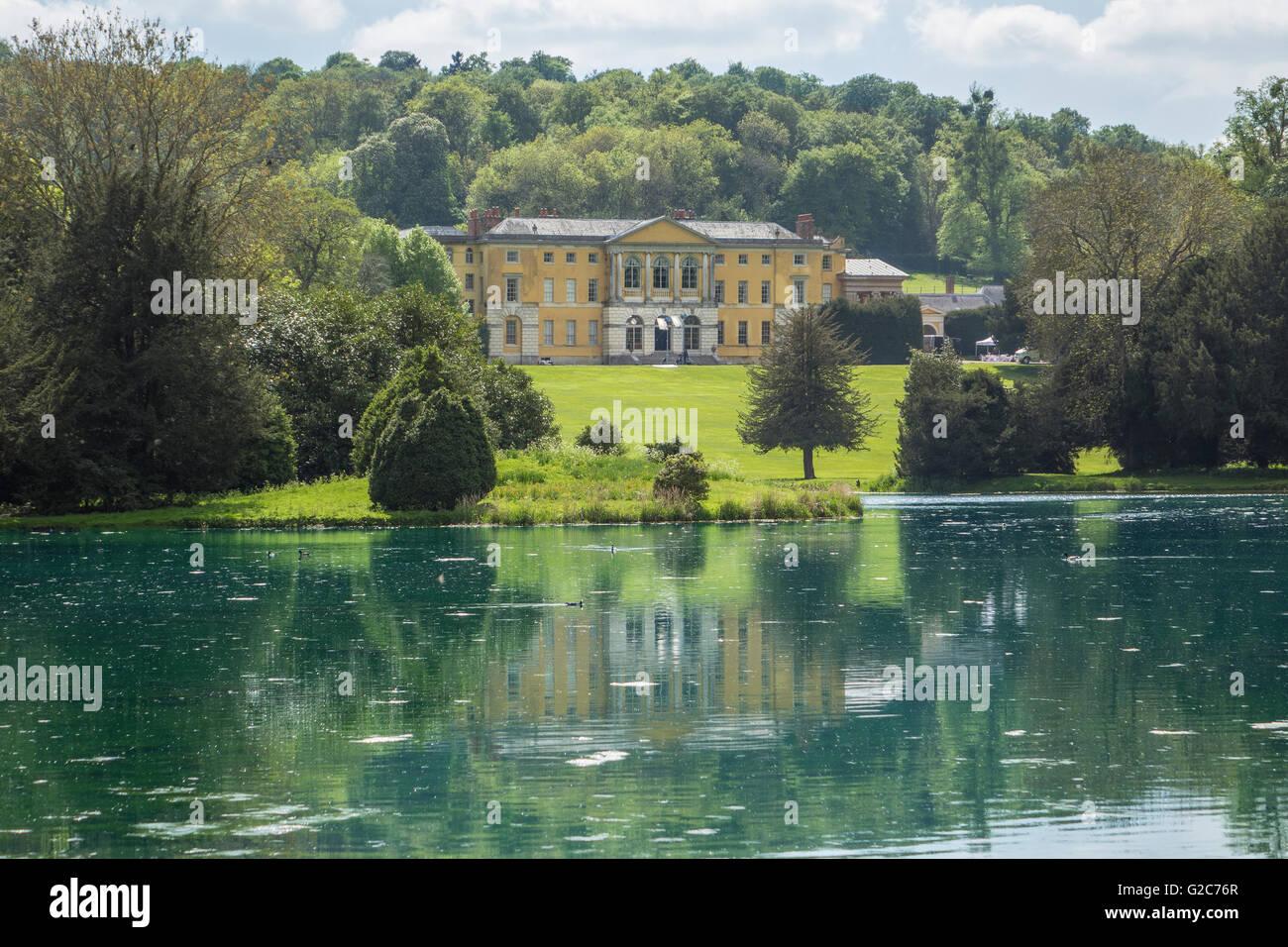England, Buckinghamshire, West Wycombe park, House & lake - Stock Image