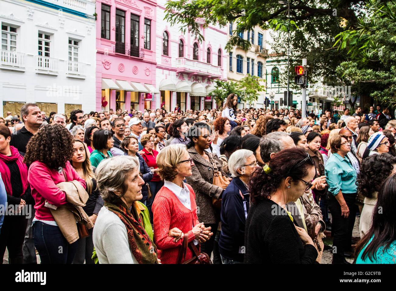 Crowd attending to Corpus Christi Procession. Florianopolis, Santa Catarina, Brazil. - Stock Image