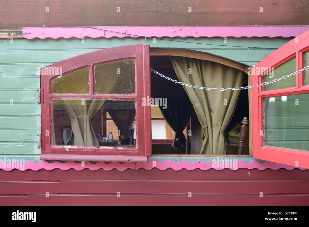 Painted Window of Colourful Gypsy Caravan, Romani Wagon or Vardo - Stock Image
