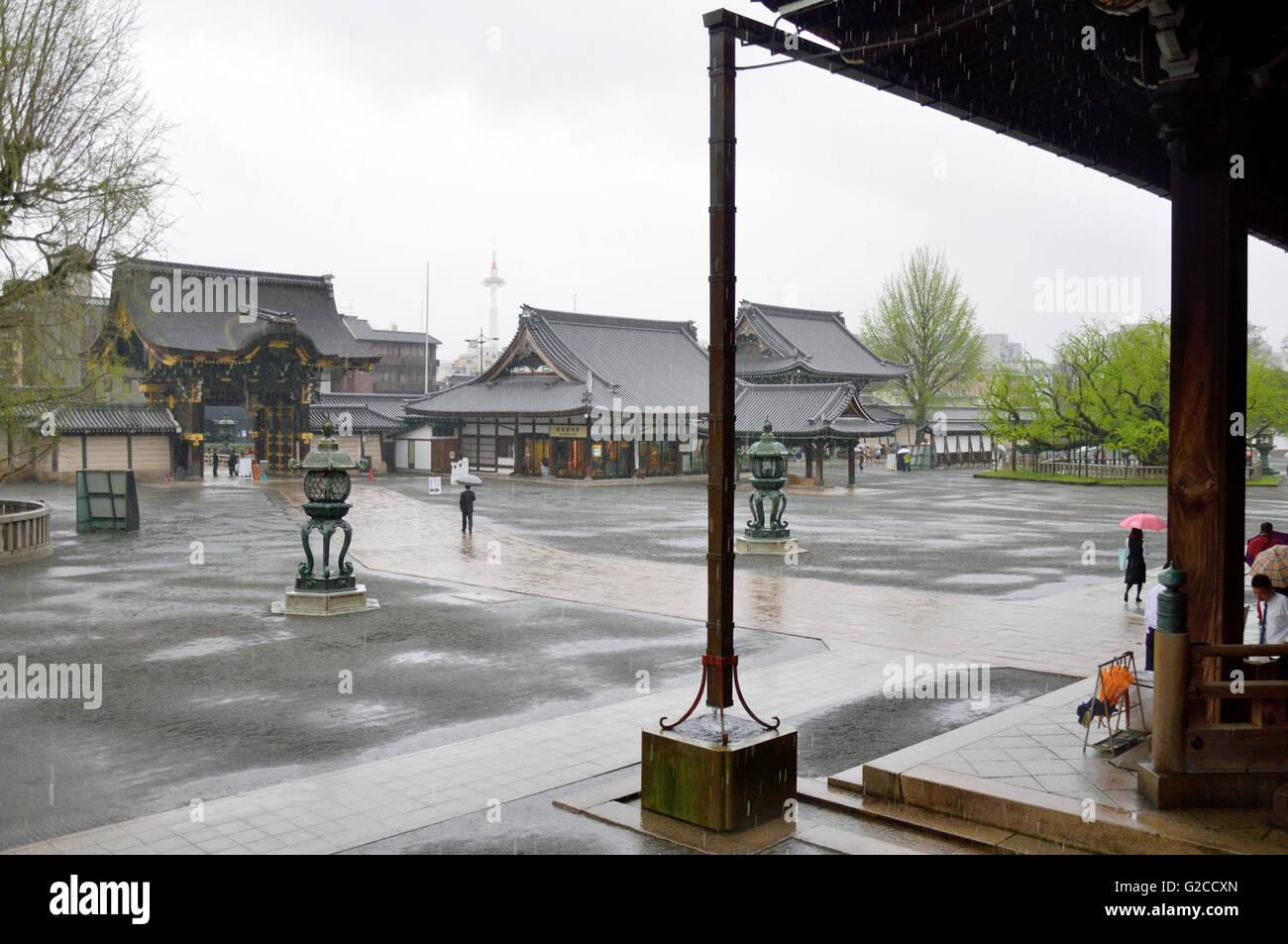 Nishi Honganji Temple, Courtyard and Amidado Gate Stock Photo