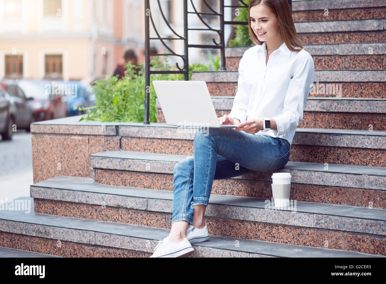 Modern young woman in a big city - Stock Image