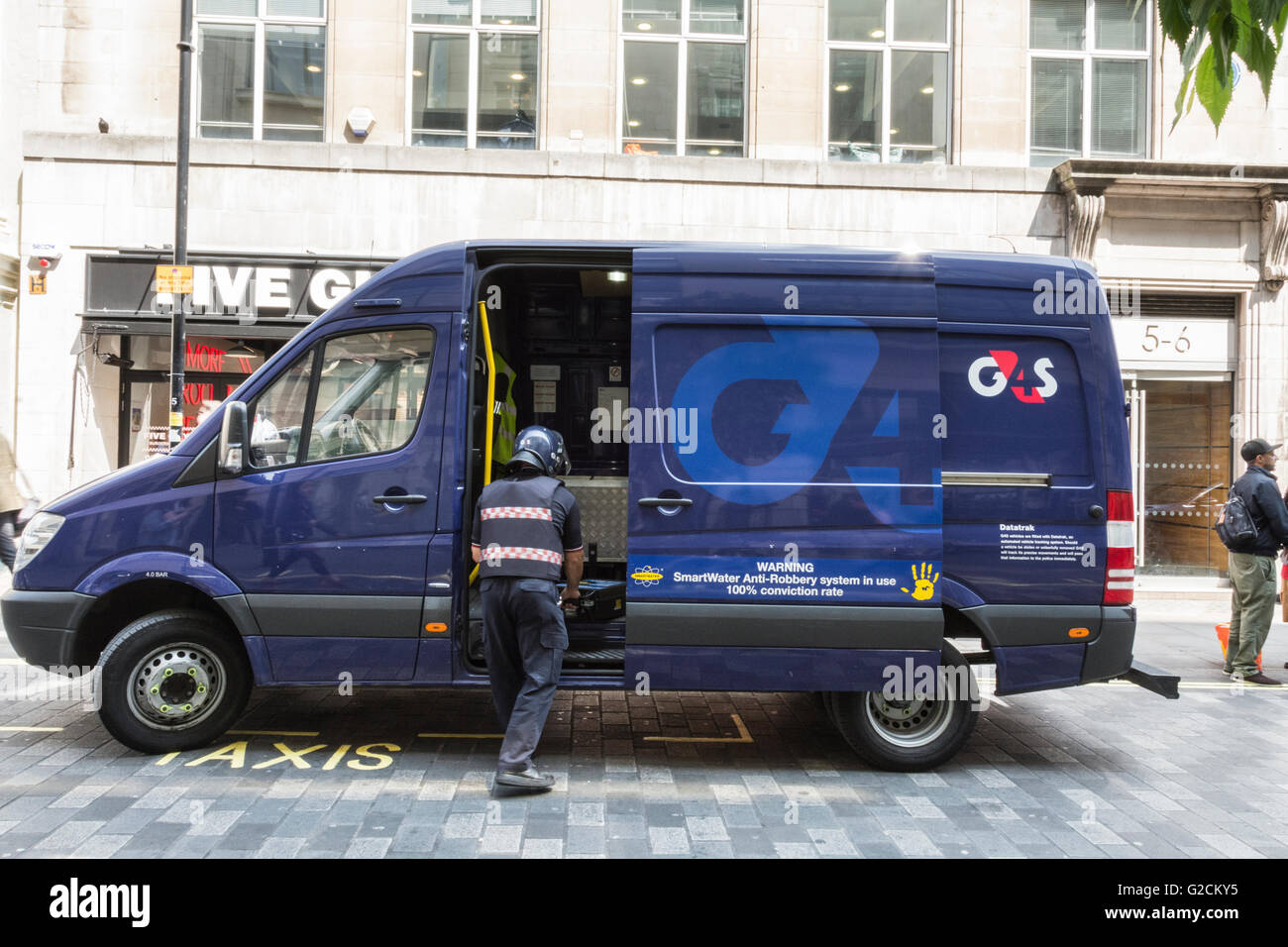fc9ffbc48e A G4S security van being unloaded in central London