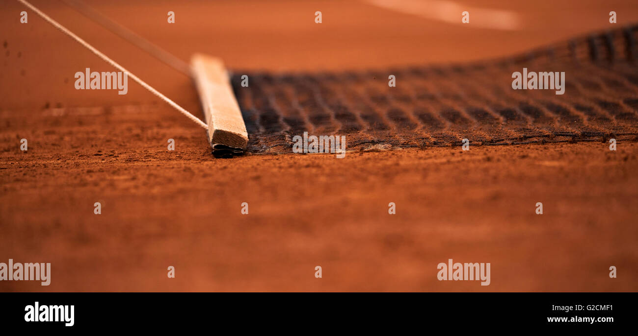 Paris, France, 22 June, 2016, Tennis, Roland Garros, court attendance sweeping the clay. Photo: Henk Koster/tennisimages.com - Stock Image