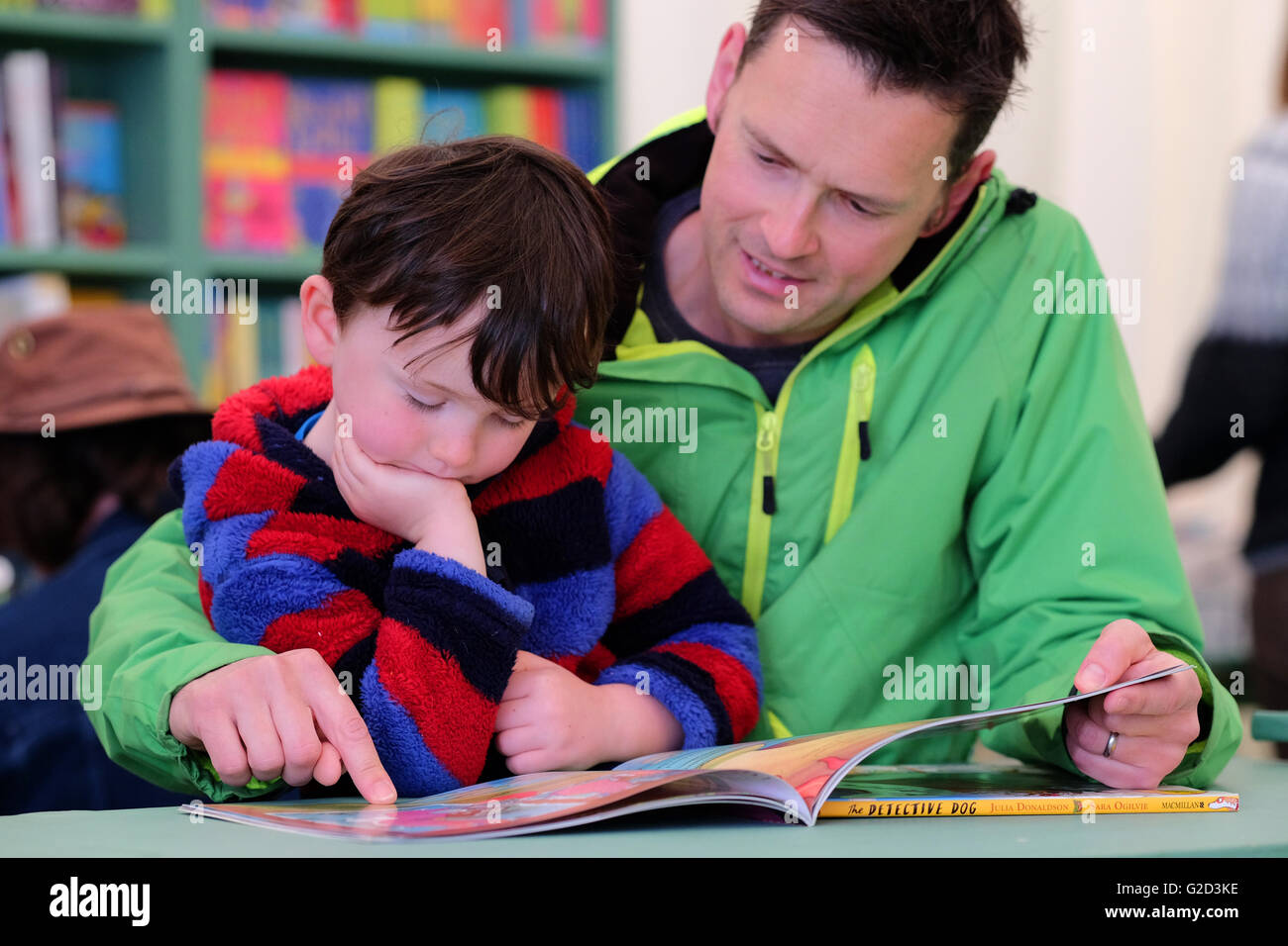 Hay Festival - May 2016 -  The first weekend of the Hay Festival a father and son read through the Dog Detective - Stock Image