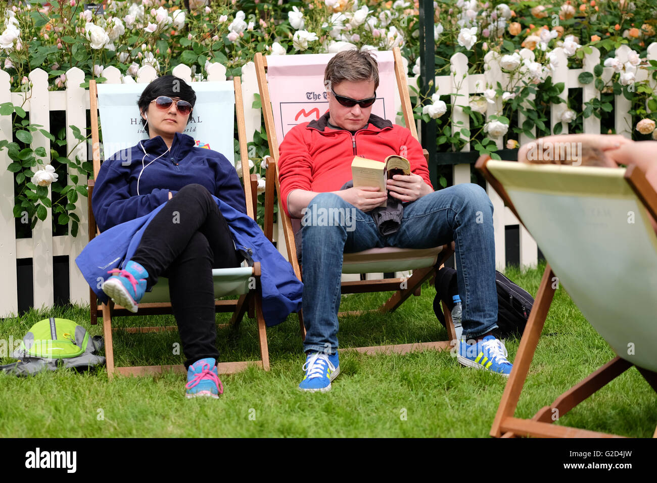 Hay Festival - Saturday 28th May 2016 -  The first weekend of the Hay Festival with visitors taking a break to rest - Stock Image