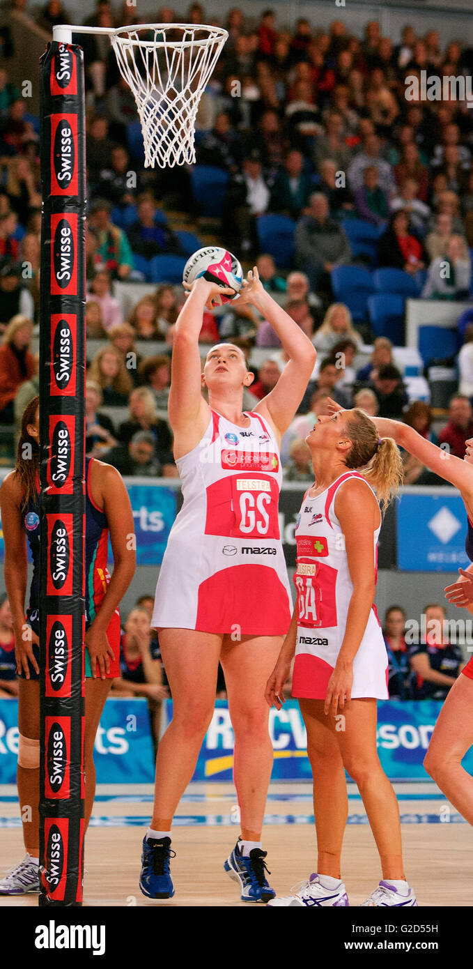 Melbourne, Victoria, Australia. 28th May, 2016. SAM POOLMAN of the Adelaide Thunderbirds shoots for goal during Stock Photo
