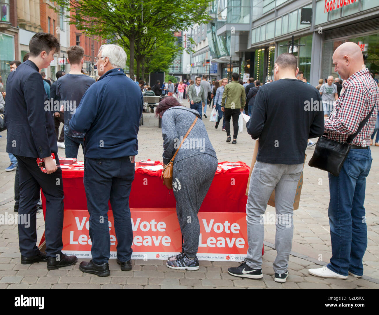 Greater Manchester, UK: 28th May, 2016. In the last few weeks before the European Referendum Vote Leave Campaigners Stock Photo