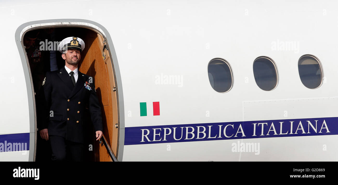 Salvatore Girone gets off the airplane Rome 28th May 2016. Return of Salvatore Girone, the non-comissioned officer - Stock Image