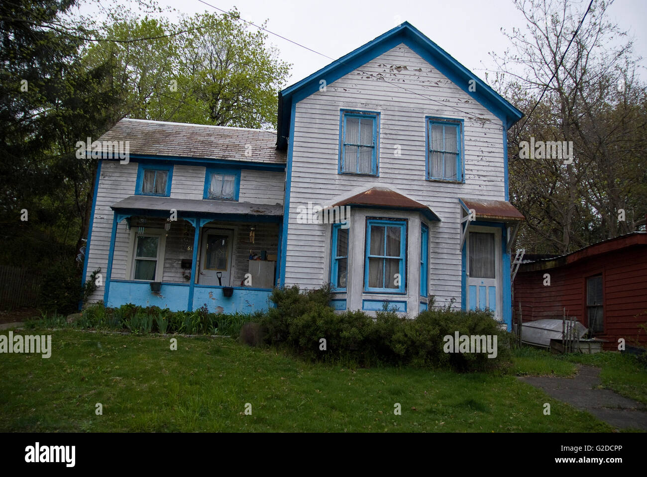 Blue trim stock photos blue trim stock images alamy - White house with blue trim ...