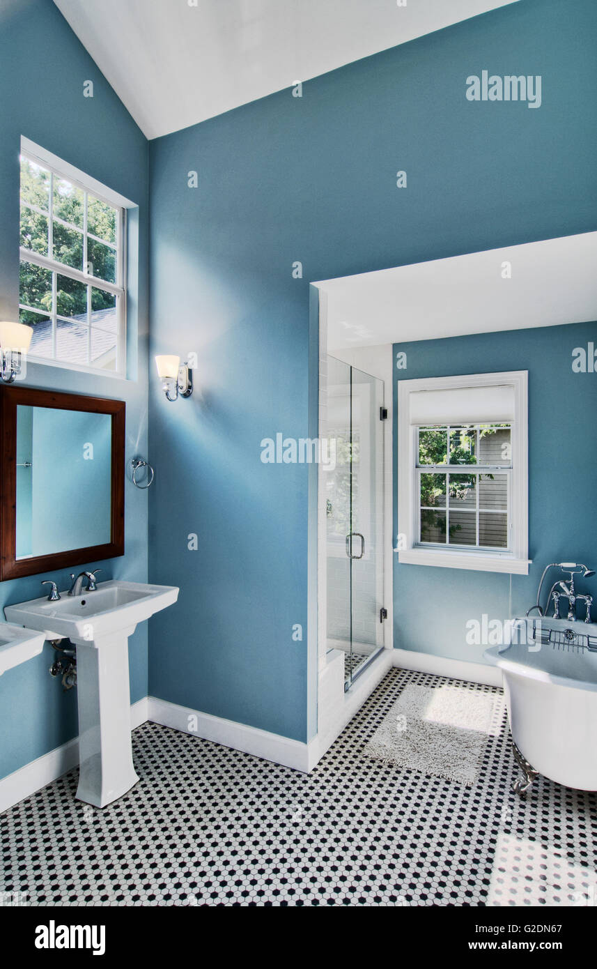 Clawfoot Tub Stock Photos & Clawfoot Tub Stock Images - Alamy