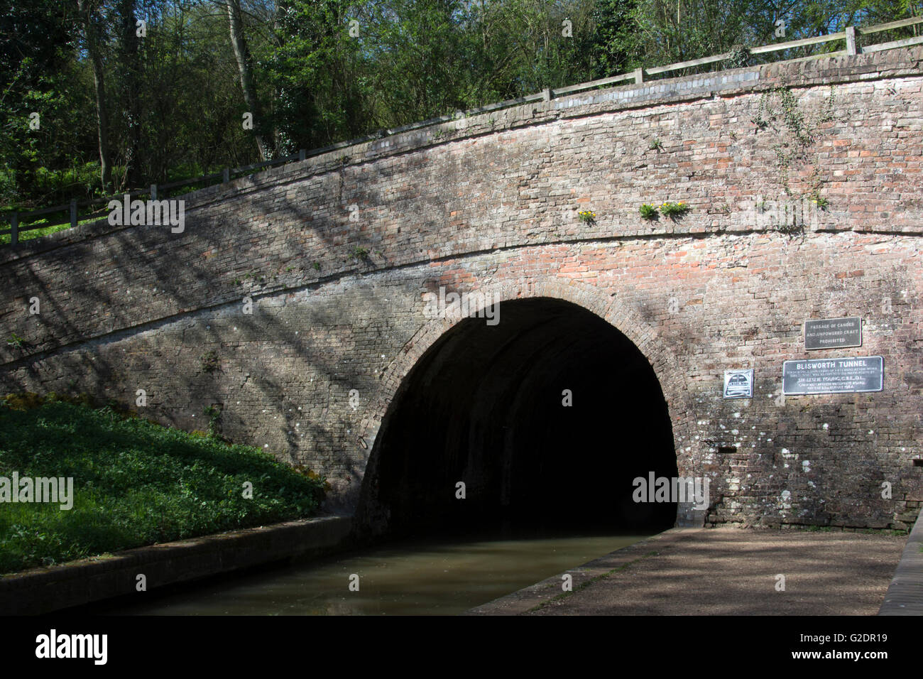 NORTHAMPTONSHIRE; BLISWORTH TUNNEL ENTRANCE; GRAND UNION CANAL; - Stock Image