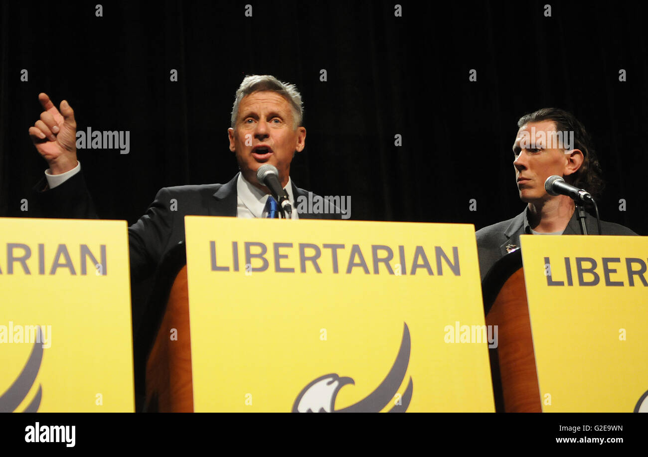 Orlando, Florida, USA. 28th May, 2016. Libertarian party presidential candidate Darryl Perry (right) listens while - Stock Image