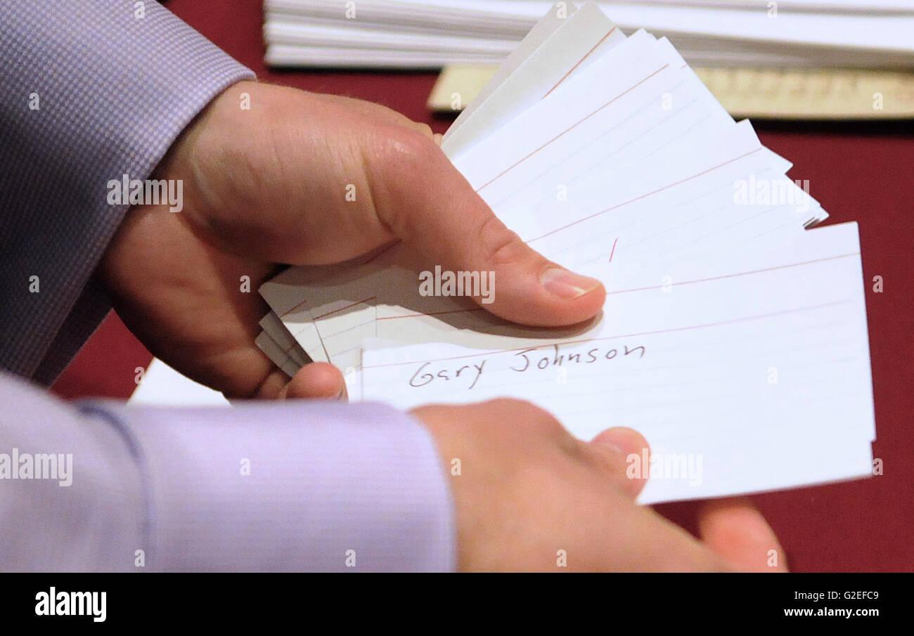 Orlando, Florida, USA. 29th May, 2016. A convention worker counts ballots at the 2016 Libertarian Nominating Convention - Stock Image
