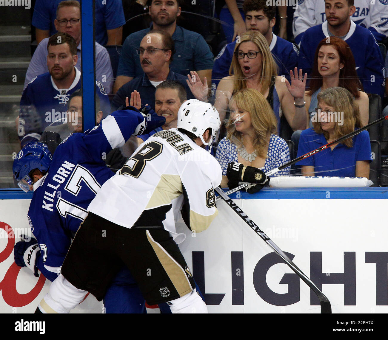 Tampa, Florida, USA. 24th May, 2016. LOREN ELLIOTT | Times.Tampa Bay Lightning center Alex Killorn (17) is checked - Stock Image
