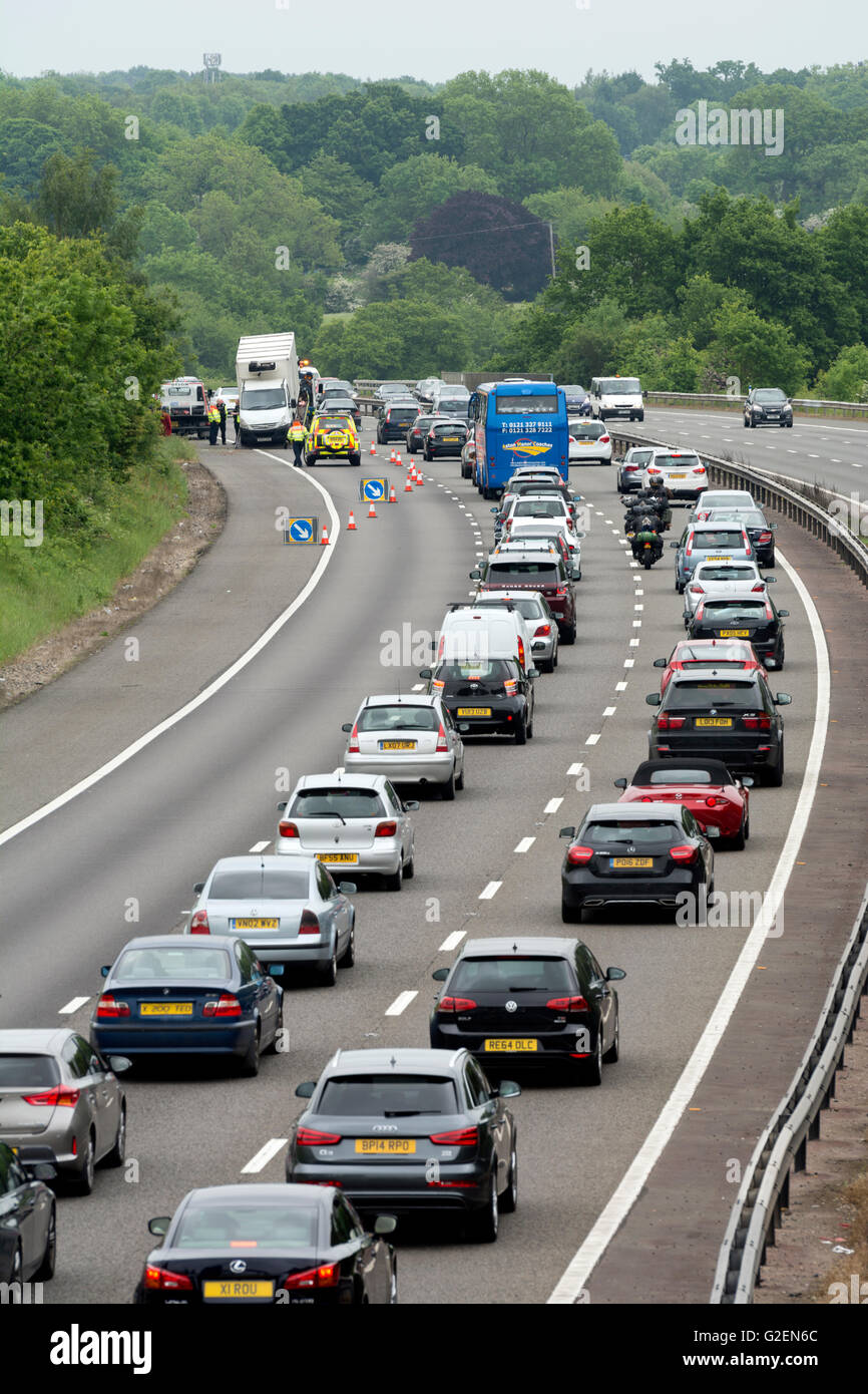 Warwickshire, England, UK. 30th May, 2016. Bank holiday traffic on the southbound M40 motorway is reduced to two Stock Photo