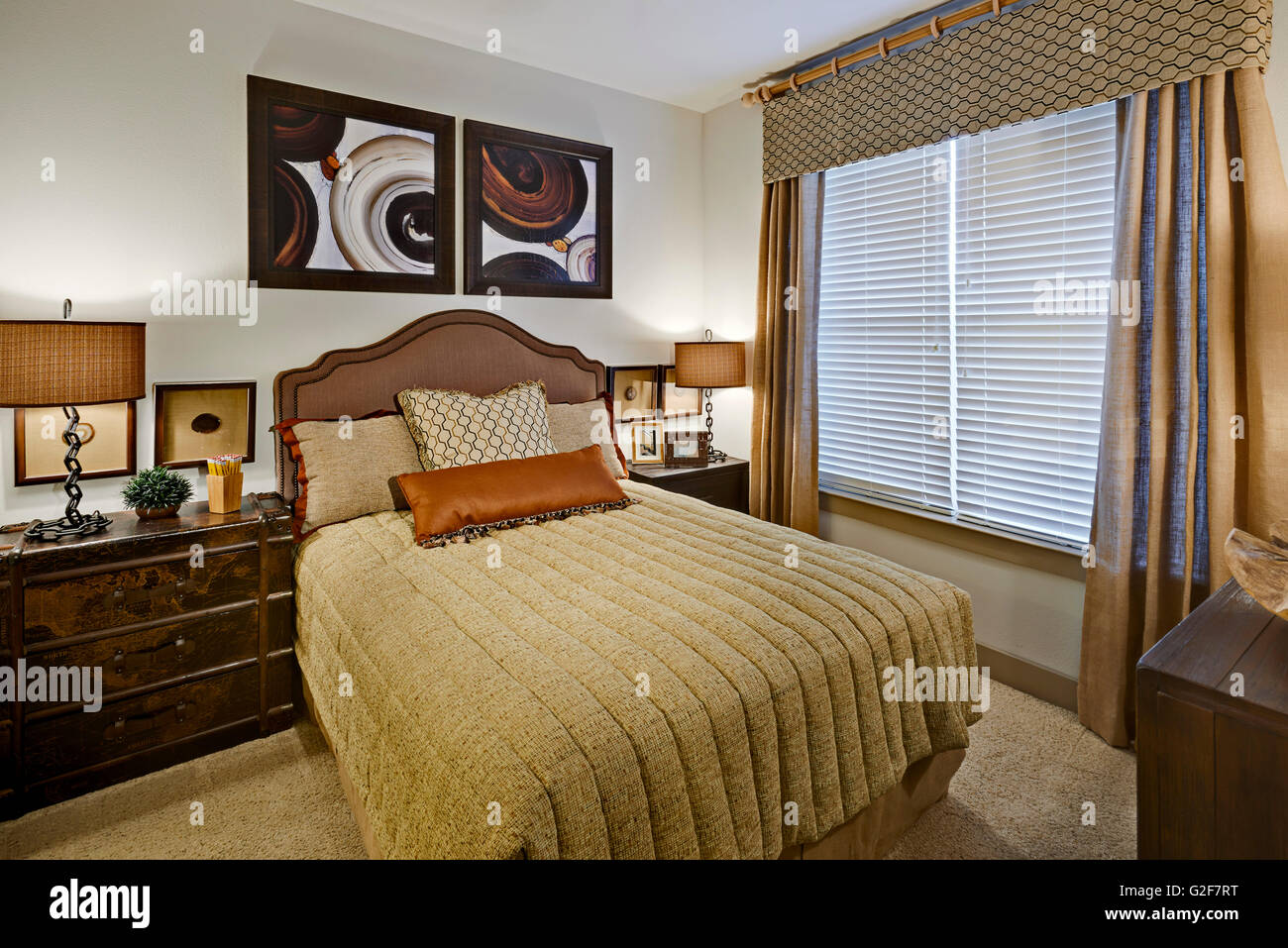 Ordinaire Small Bedroom With Full Size Bed   Stock Image